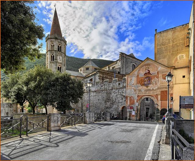 Finale Ligure - Finalborgo, borgo medievale - La porta che ...