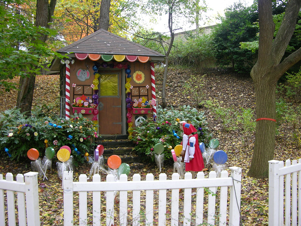 The Gingerbread White House >> Gingerbread House at the National Zoo | This was set up as p… | Flickr