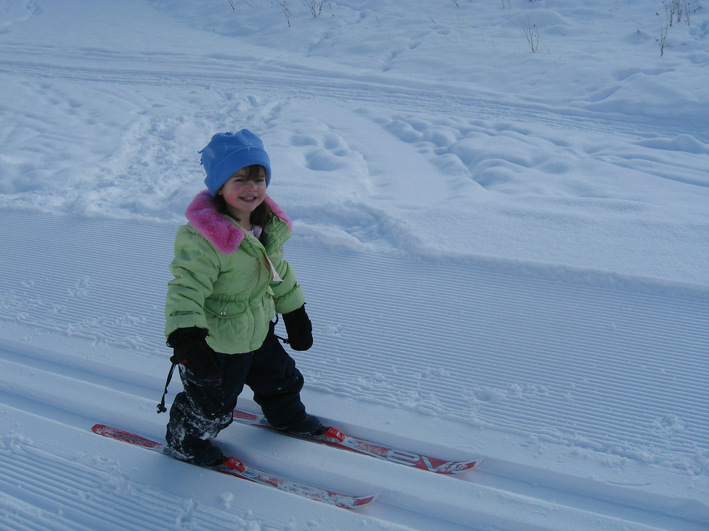 little-girl-ski