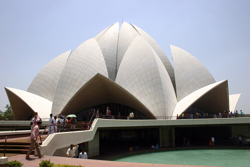 Ba 39 ai temple delhi india incredible india flowcomm for Modern and postmodern design of building