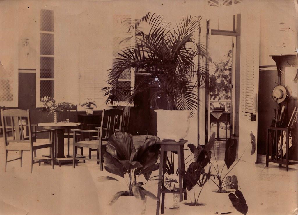 koloniaal interieur Timor jaren 20 | at the back written: Ko… | Flickr