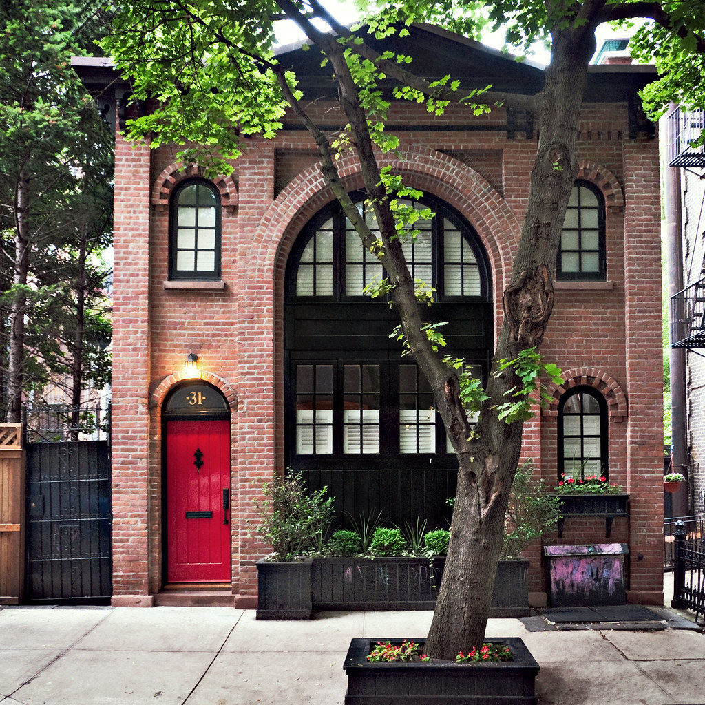 Carriage house 1880s 1920 31 pineapple street brooklyn for Cerco casa new york