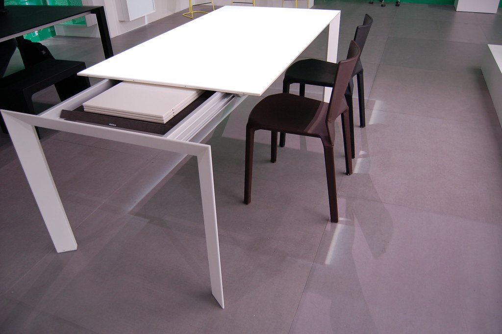 Nori pure white table and leather plana chair kristalia for Table kristalia