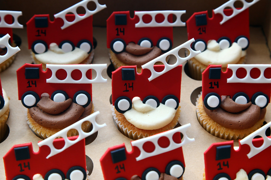 Fire Truck Cupcakes 2 0 The 14 Represents The Fdny S
