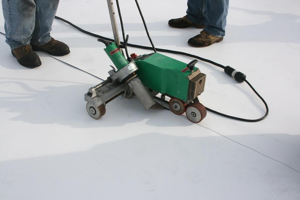 Robot Welder On Tpo Roof Picture Of A Liester Welder In