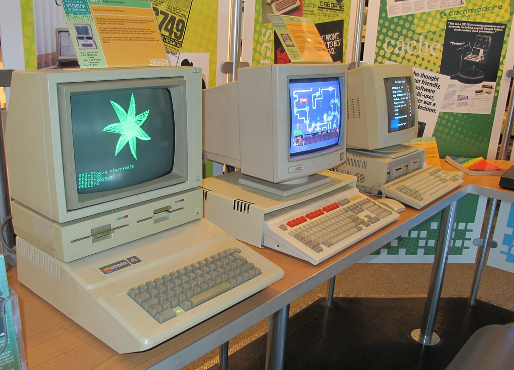 Apple //e, Acorn Archimedes 3020 and Amstrad PC1640 | Flickr