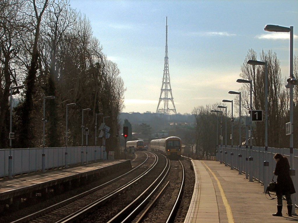 how to get from victoria station to crystal palace