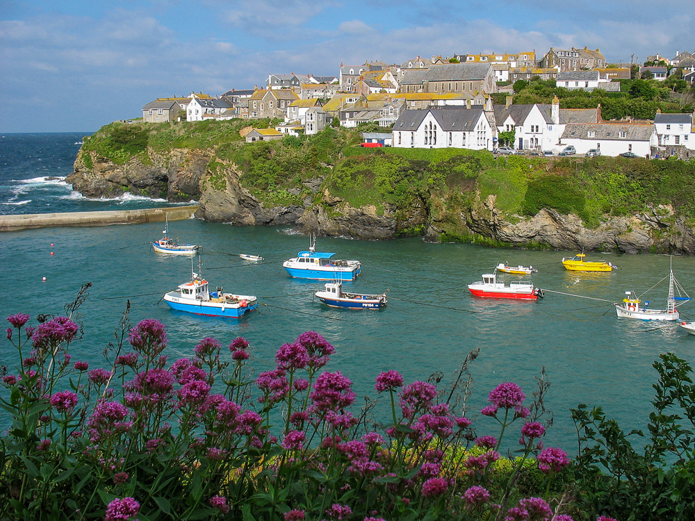 The Port Isaac Harbor Portwenn This Is The Setting For