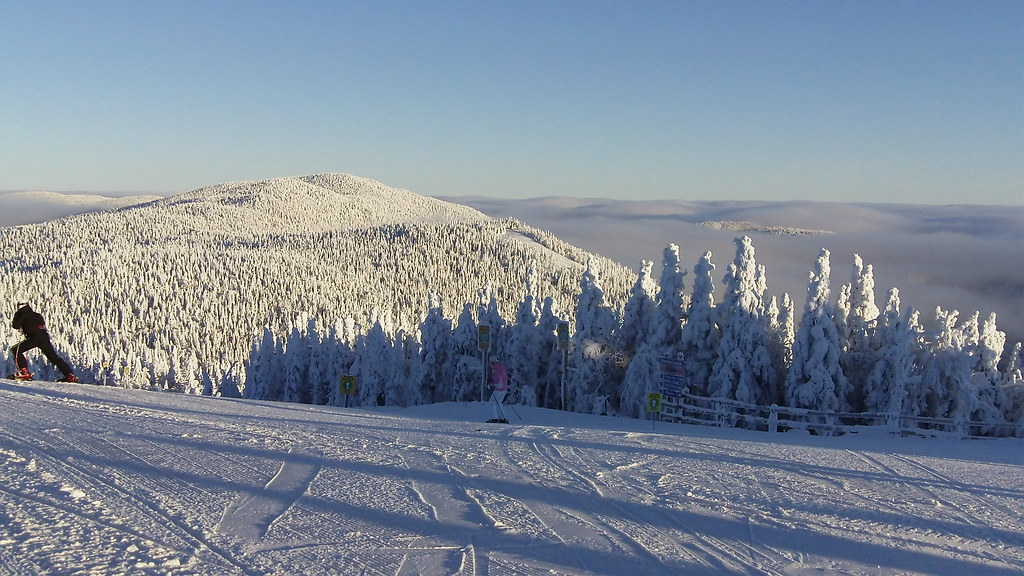 Mont tremblant january 2010 beautiful morning at the top for Winter getaways in the us