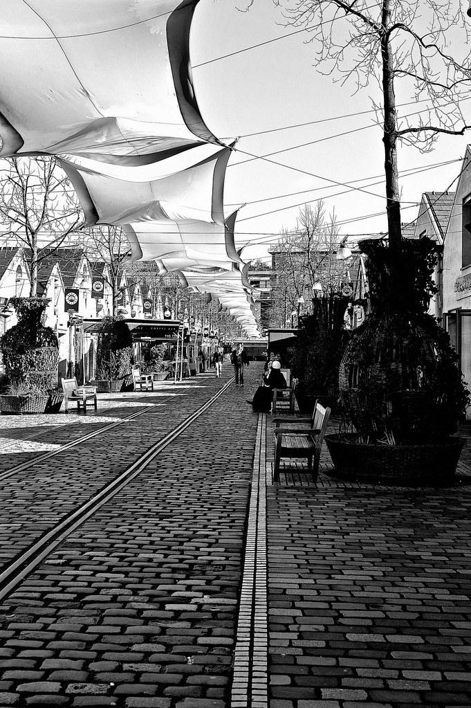 la rue principale de bercy village paris noir et blanc flickr. Black Bedroom Furniture Sets. Home Design Ideas