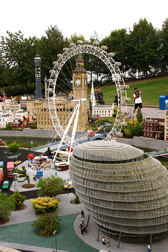 how to get to legoland by train from london
