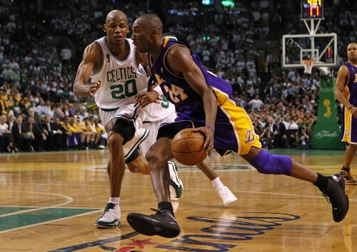 Kobe Bryant dribbling | Los Angeles Lakers' Kobe Bryant drib… | Flickr