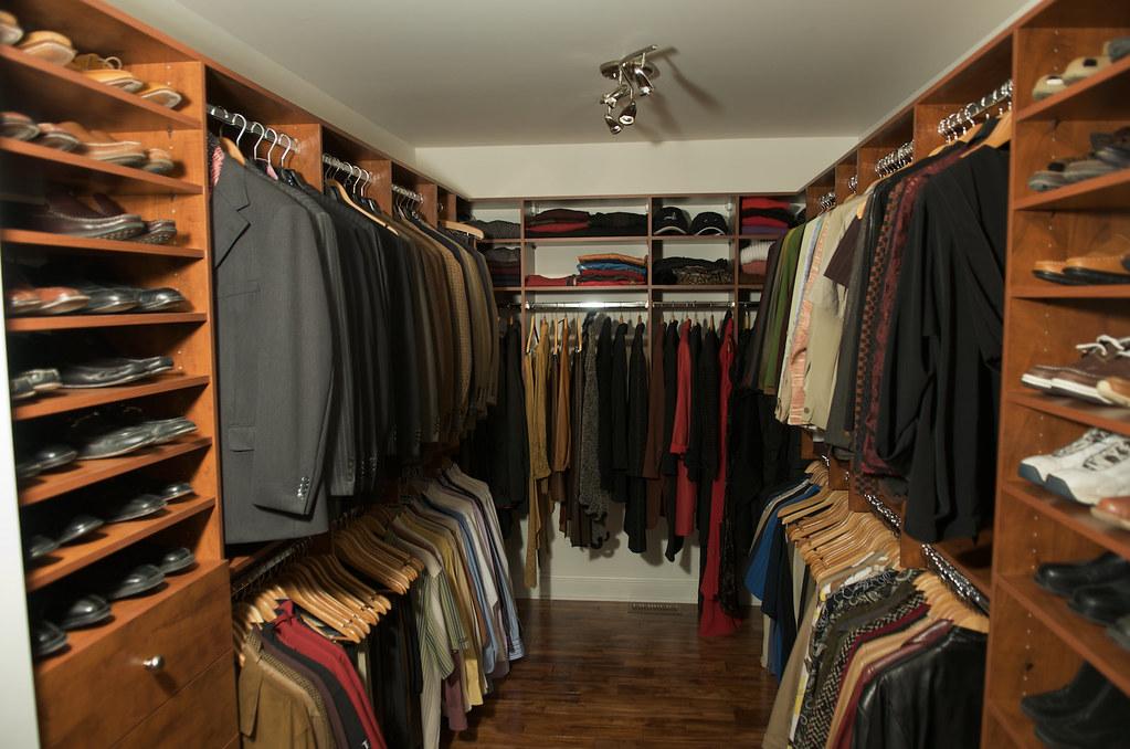 walk in sur mesure garde robe walk in fabriqu sur mesure garde robes gagnon flickr. Black Bedroom Furniture Sets. Home Design Ideas