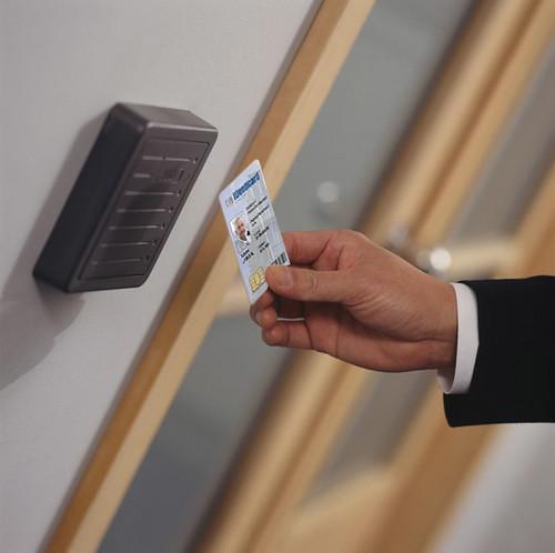 New Car Key >> PremiSys card access   Man inserting IDenticard PremiSys car…   Flickr