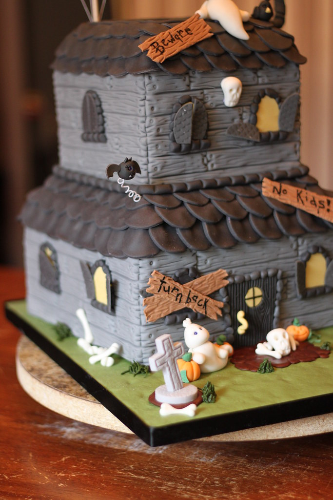 Haunted House Cake Pan