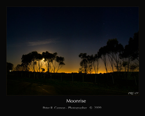 Moonrise Melbourne 3-12-09 | by Peter R. Cannon