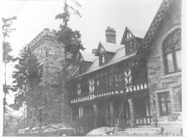 Tuxedo park during august of 1901 spencer trask begain for Tuxedo house