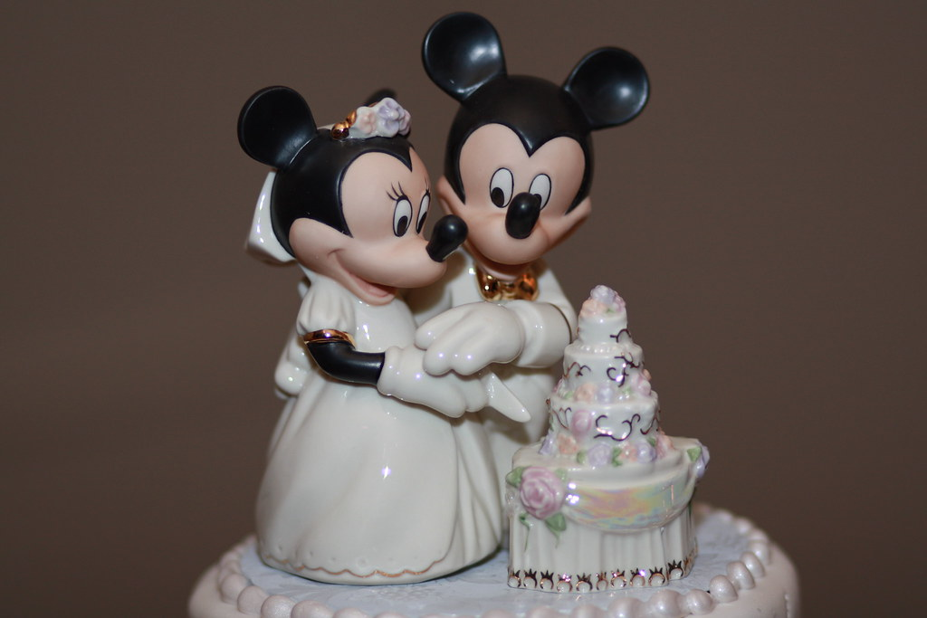 Minnie And Mickey Mouse On Wedding Cake!