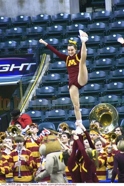 Minnesota Golden Gophers Cheerleaders 2010 03 04 1632 Minn