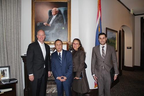 Consulado General de México visita a gobernador de Wyoming