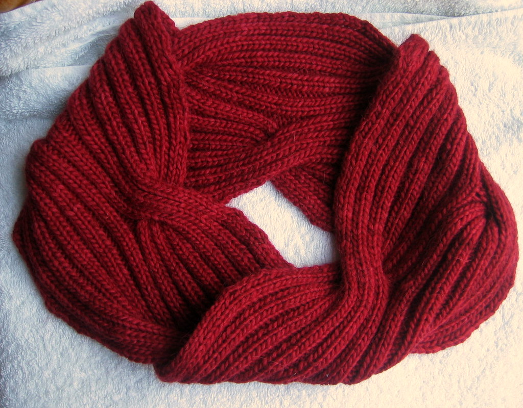 Mobius Cowl Yes, those are reversible cables. timiat Flickr