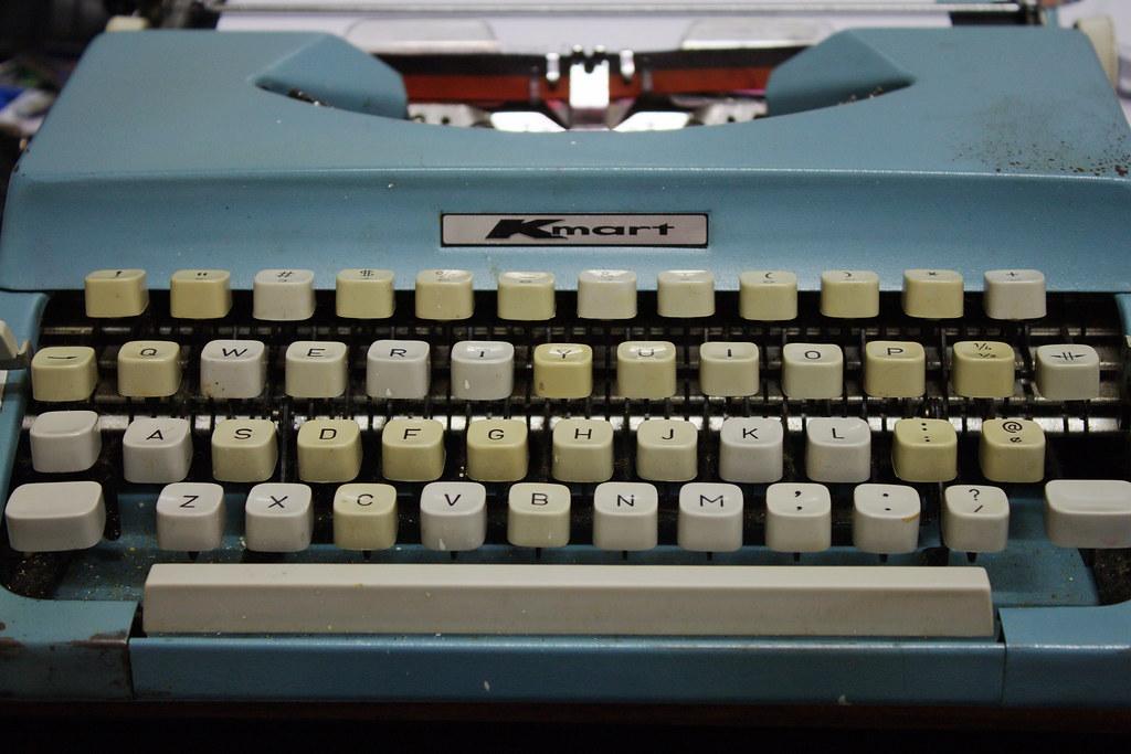 2010-02-14 11-37-52 KMart Portable Typewriter c.1969 - IMG… | Flickr