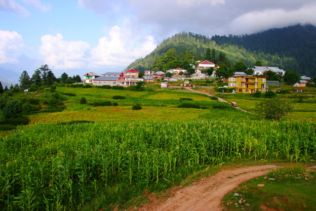 Shogran, located in the Kaghan Valley of Pakistan   Places to ...