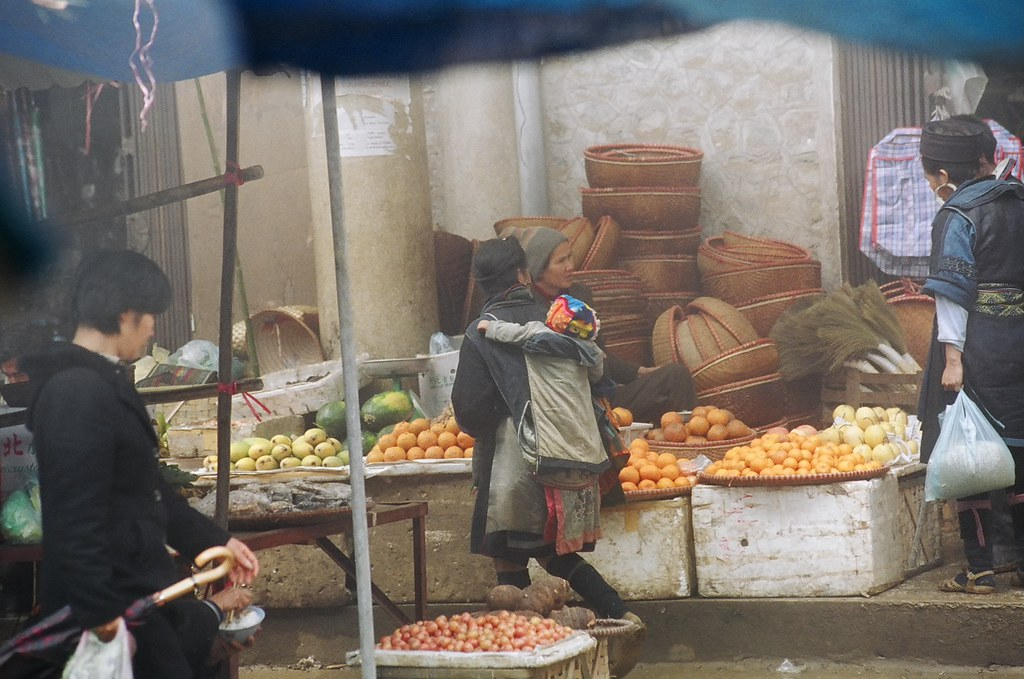 Sapa market traders