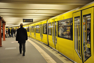 U-Bahn U2 Train at Alexanderplatz | by vxla