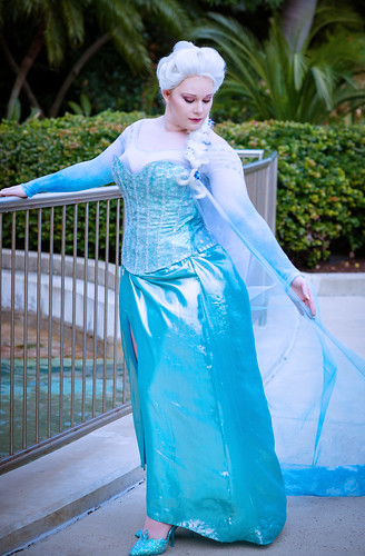 "Frozen's ""Elsa"" cosplay 