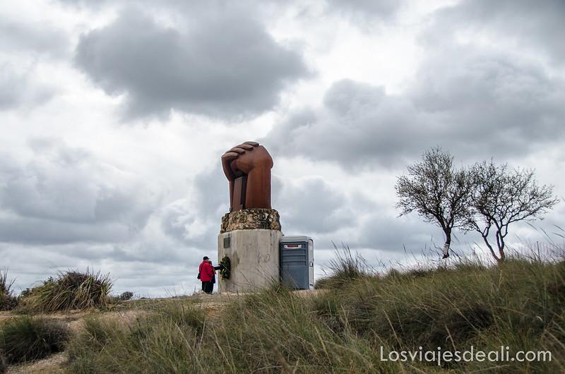 monumento a la solidaridad en morata de tajuña