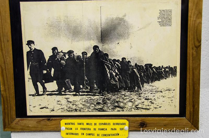 fotografía antigua de emigrantes españoles huyendo de la guerra