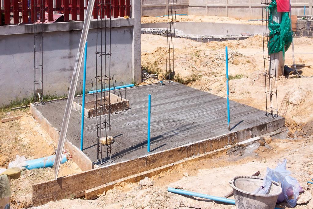 Construction d 39 une piscine miroir de forme libre for Piscine miroir construction