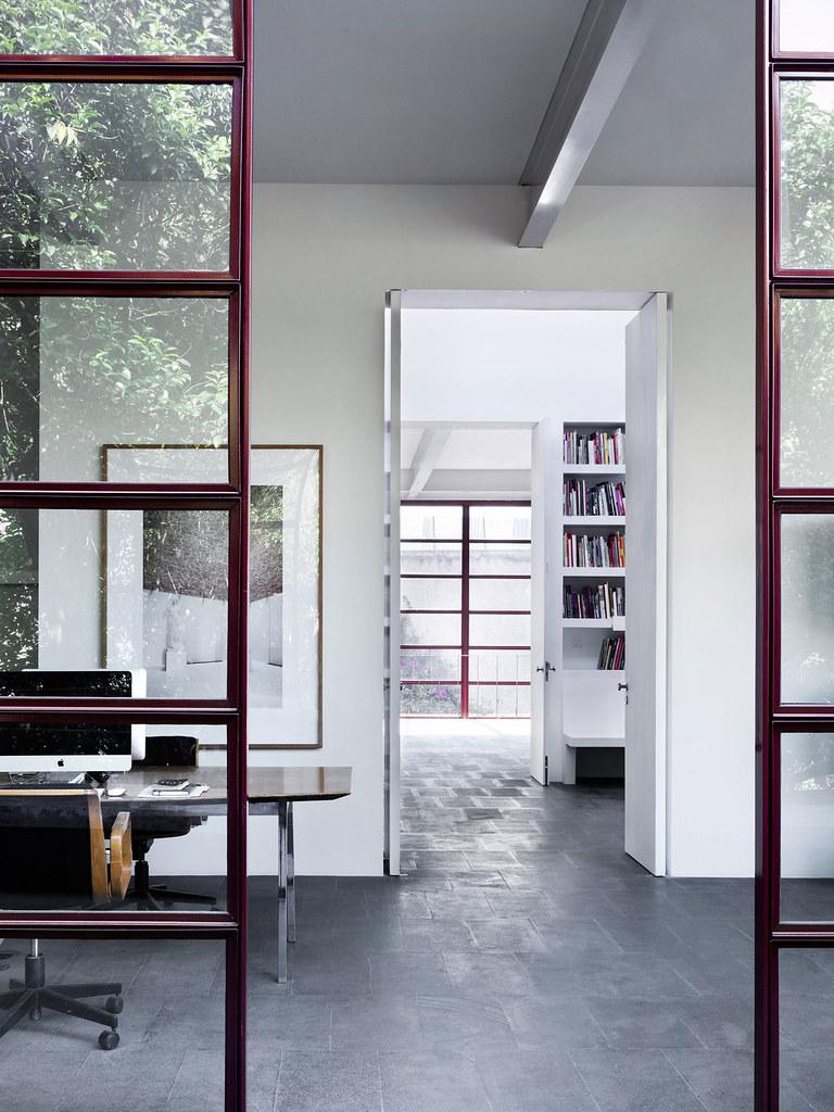 Villa renovation for Galería OMR by Mateo Riestra, José Arnaud-Bello and Max von Werz Sundeno_08
