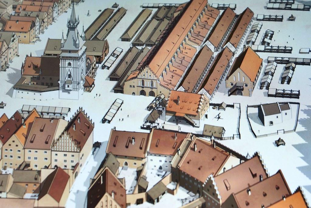 Evolutions du Rynek de Cracovie à travers les siècles d'après une animation du musée d'histoire de la ville.