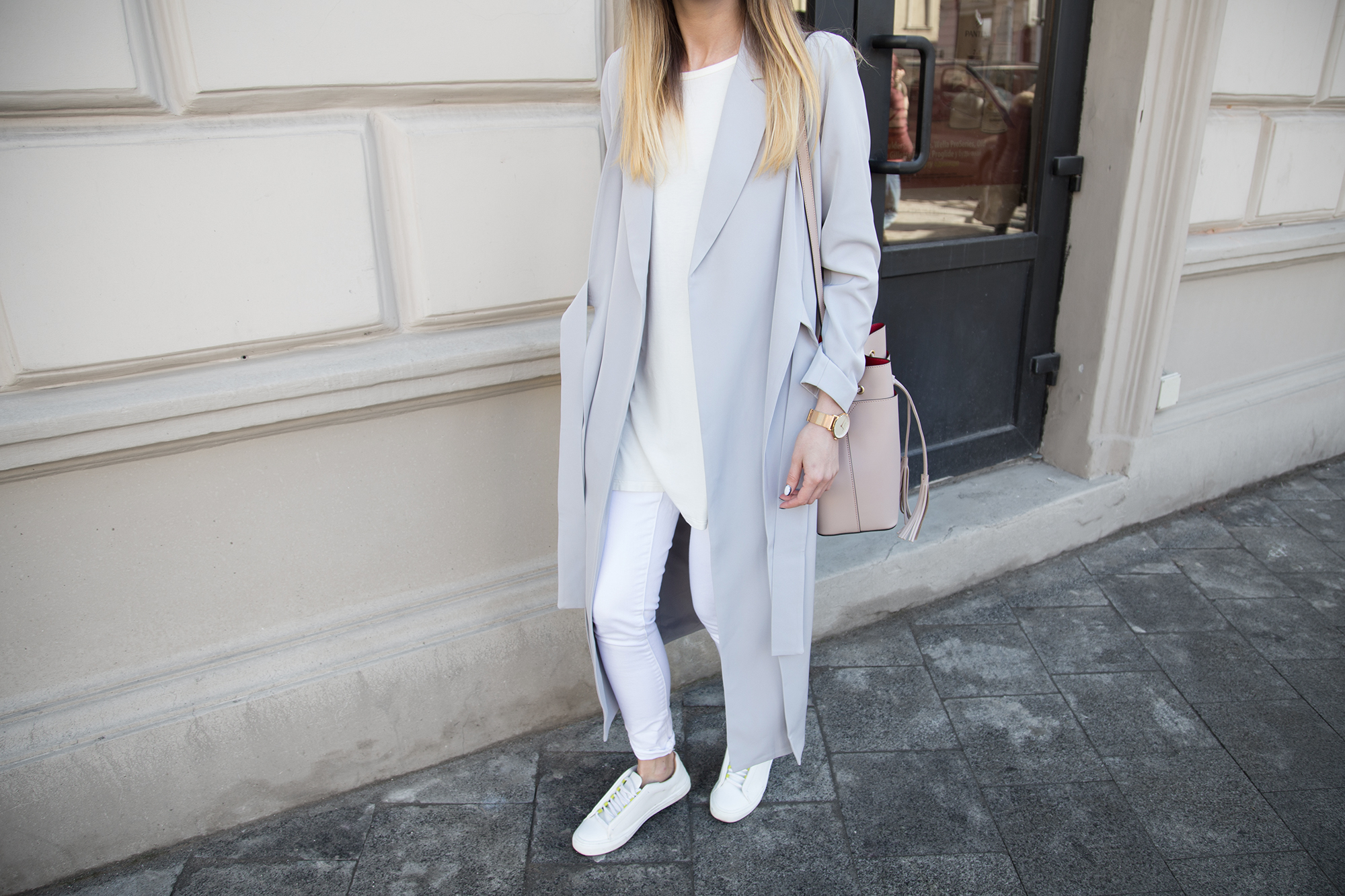 outfit-all-white-pastel-lilac-street-style