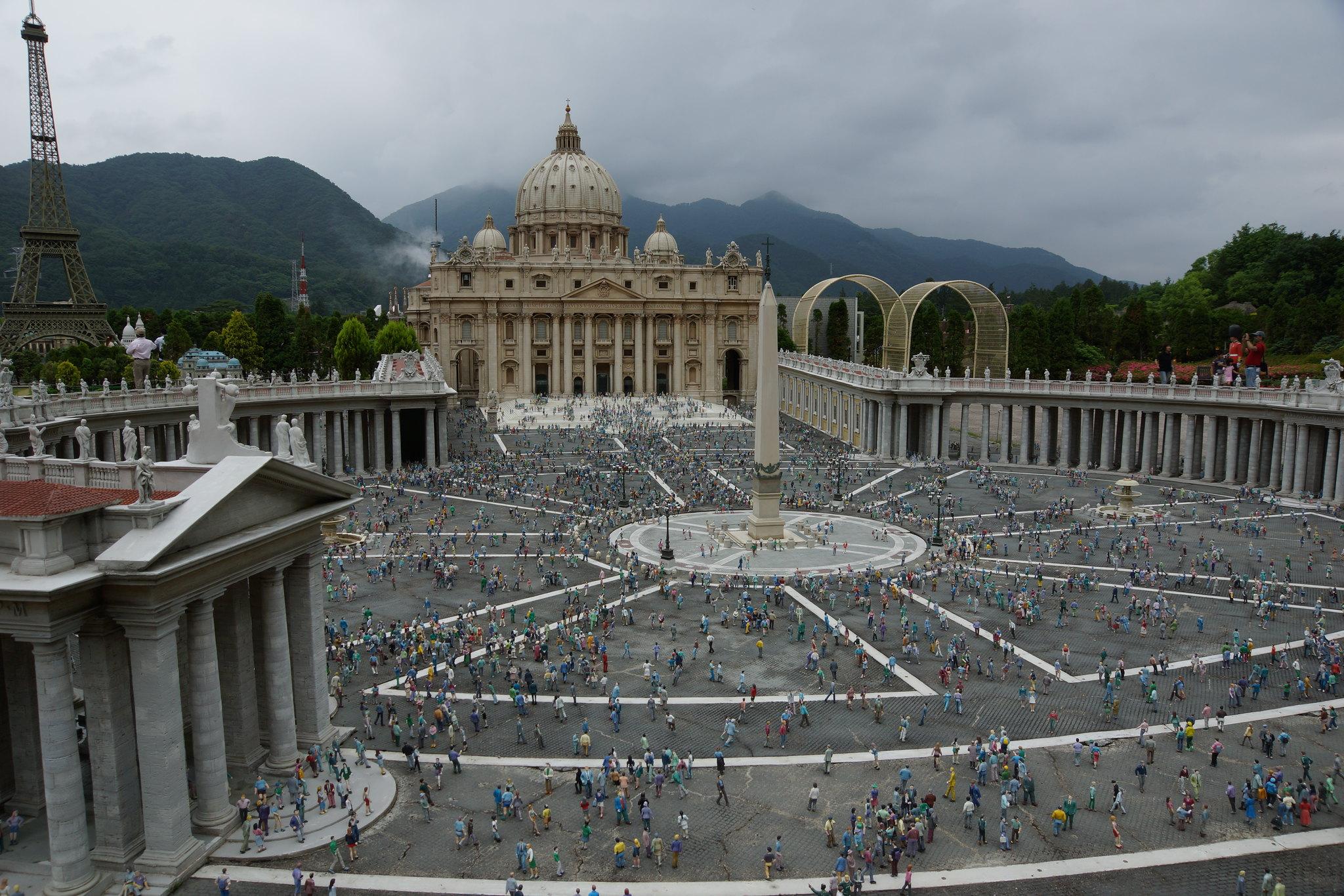 サン・ピエトロ大聖堂とサン・ピエトロ広場 Saint Peter's Basilica and Saint Peter's Square