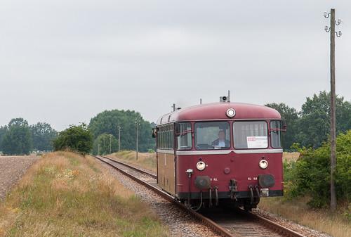 798 passiert den ehemaligen Hp Putlitz Süd. Dieser wurde nur in den Jahren 2004–2008 für das Musikfestival »VooV« bedient.