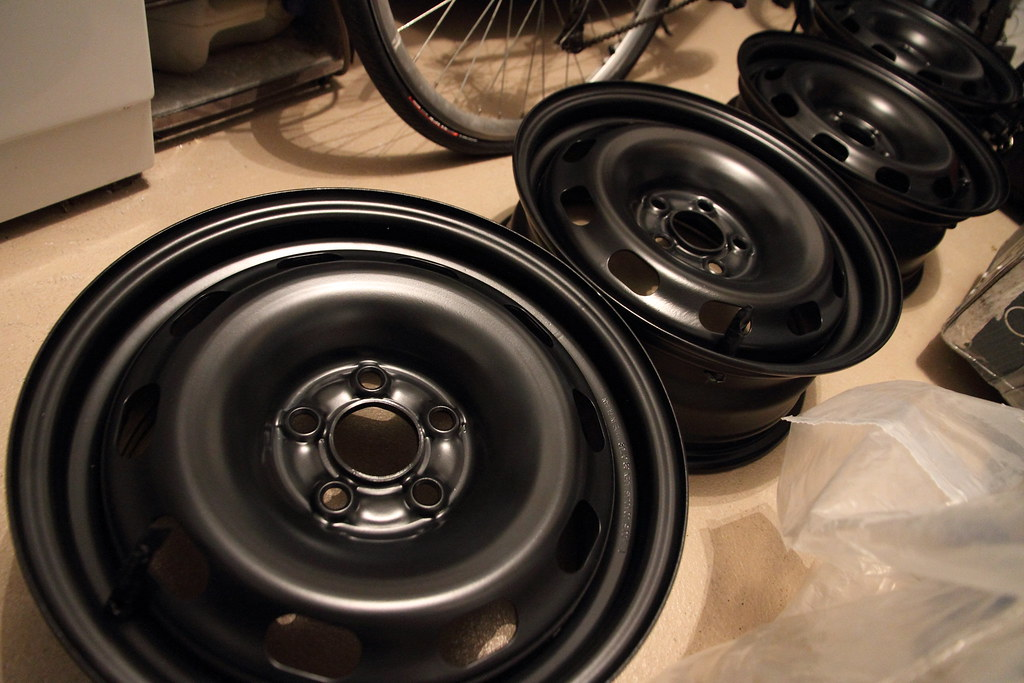 painting rims after spray painted some steel rims 3. Black Bedroom Furniture Sets. Home Design Ideas