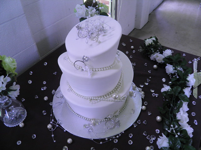 wedding cakes with diamonds and pearls amp pearls wedding cake flickr photo 26019