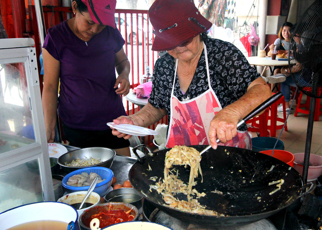 Penang Char Kway Teow: Red Beret Lady Char Kway Teow