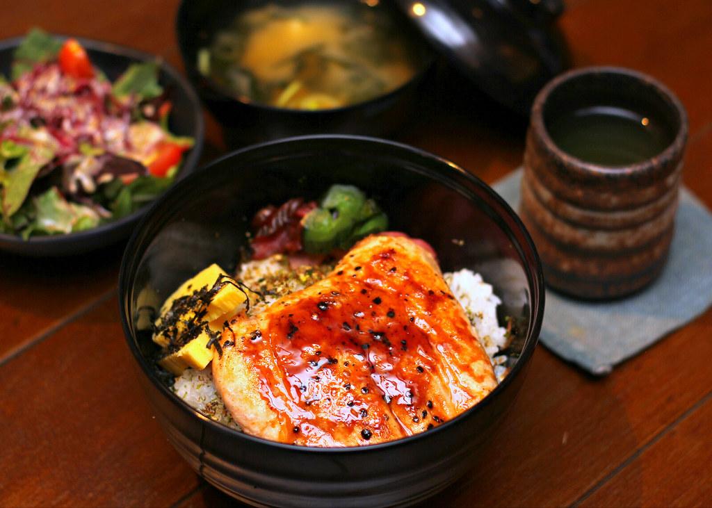 hararu-izakaya-salmon-teriyaki-don