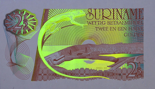 UV image Suriname banknote