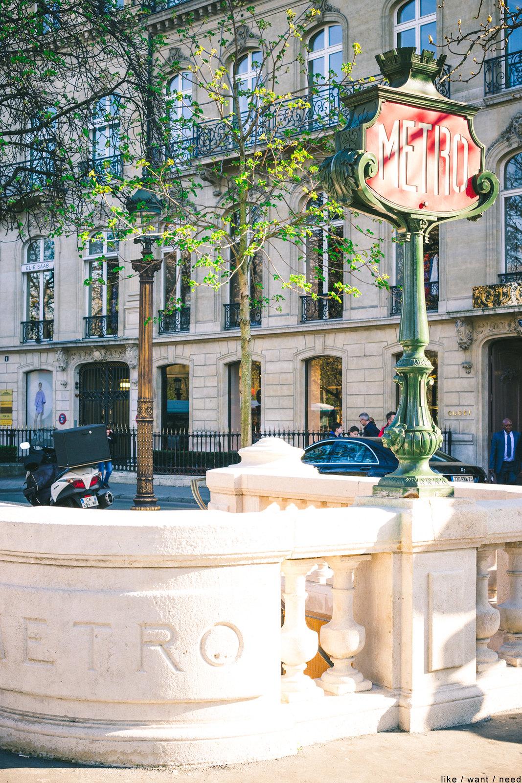 Metro, Avenue Montaigne