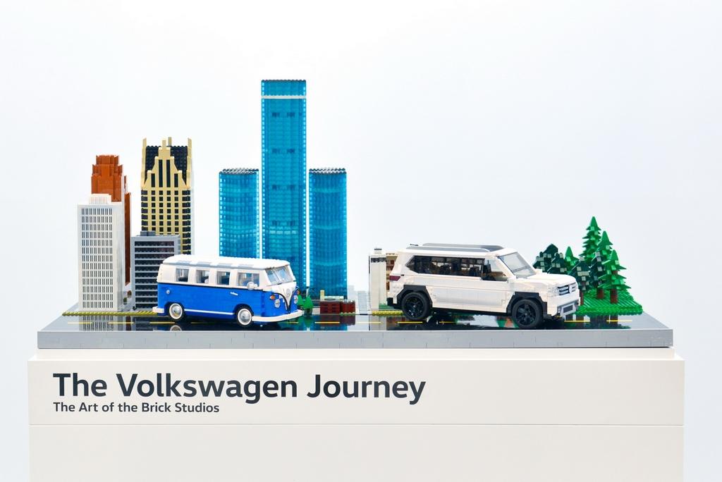 Lego-Volkswagen-Minibus-Atlas-2017-Chicago-Auto-Show