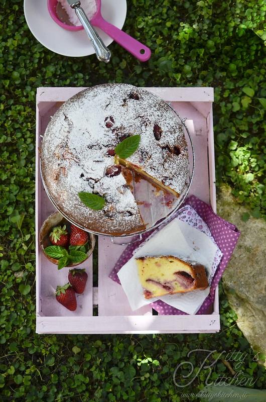 torta allo yogut, fragole e basilico