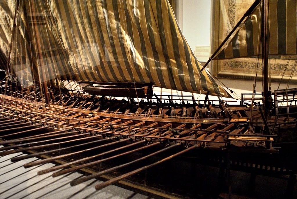 Maquette d'une galère, le vaisseau militaire phare de la mer méditerranée.
