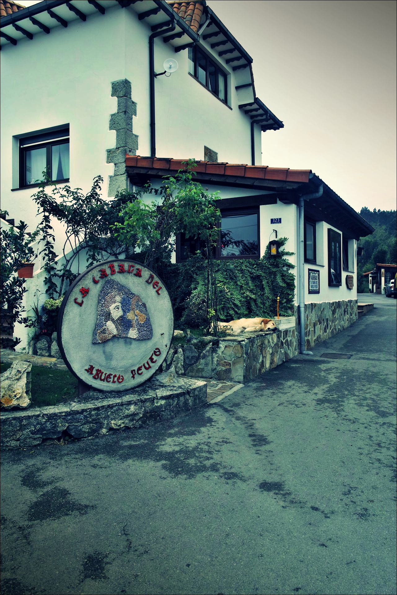 궤메스 알베르게-'카미노 데 산티아고 북쪽길. 노하에서 궤메스. (Camino del Norte - Noja to Güemes)'