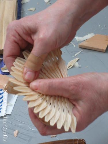 Folding wings on a fan bird