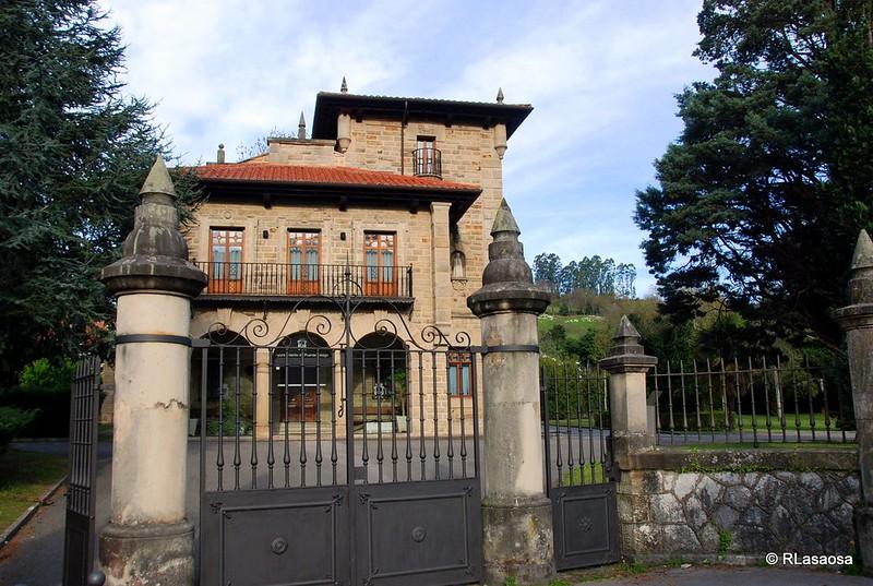 Casona de Fuentes Pila, sede del Ayuntamiento de Puente Viesgo, Cantabria